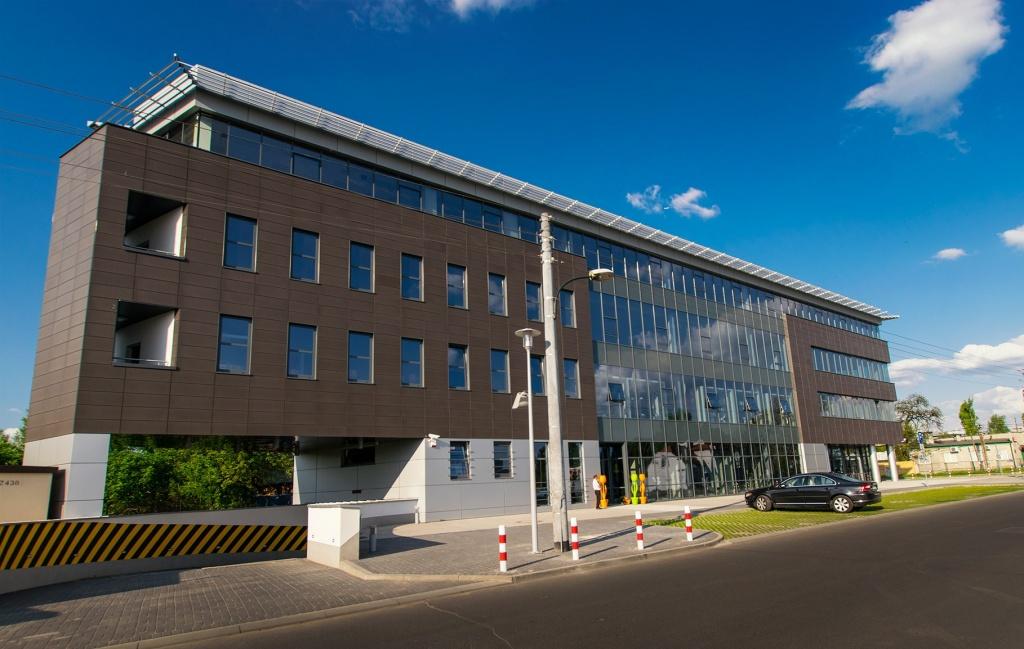 Bryła budynku z powierzchniami biurowymi na wynajem