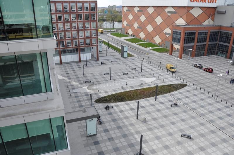 Plac przed budynkami