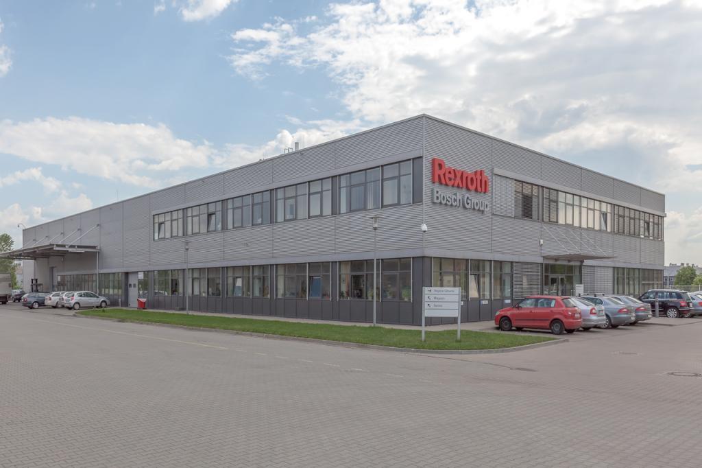 Widok główny budynku biurowego z powierzchniami do wynajęcia