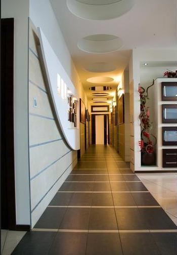 Budynek biurowy, korytarz