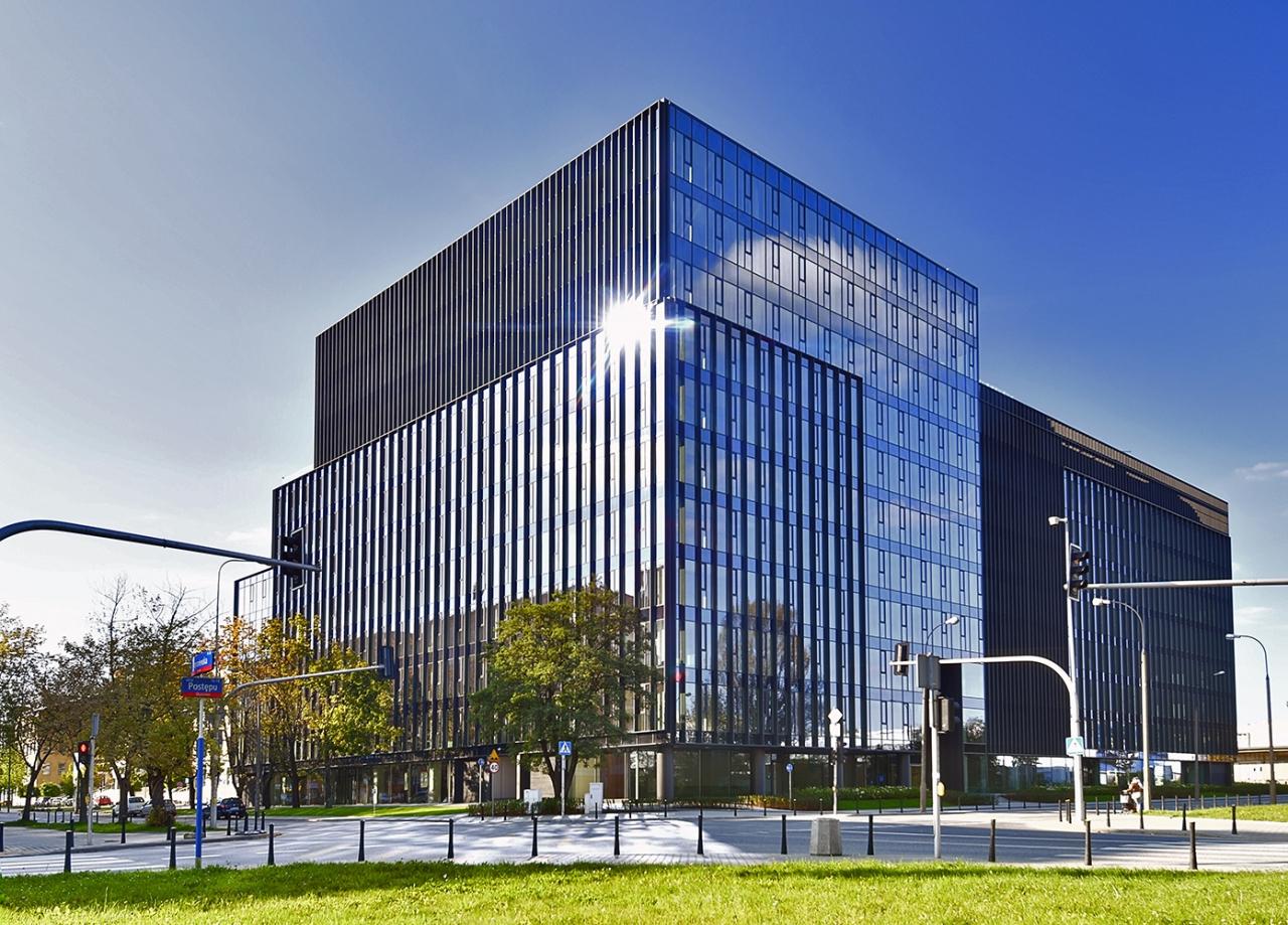 Widok na fasadę budynku
