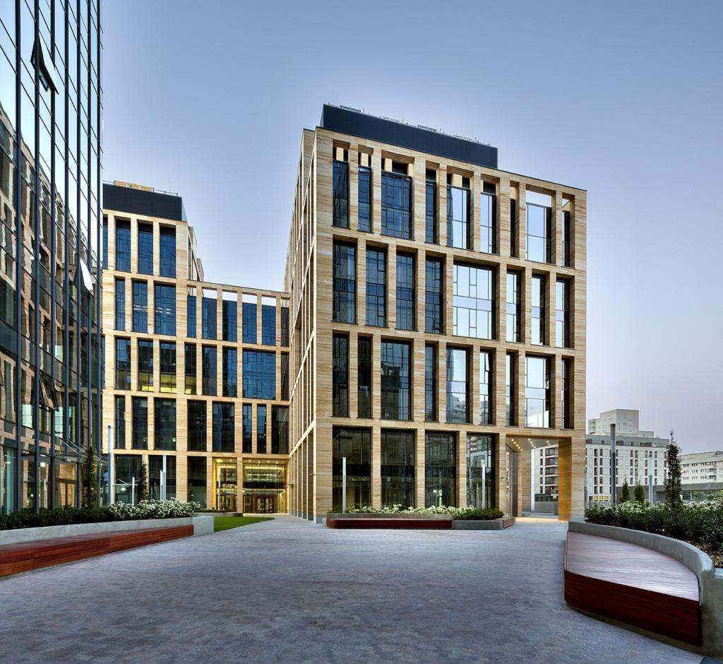 Budynek z powierzchniami biurowymi do wynajecia
