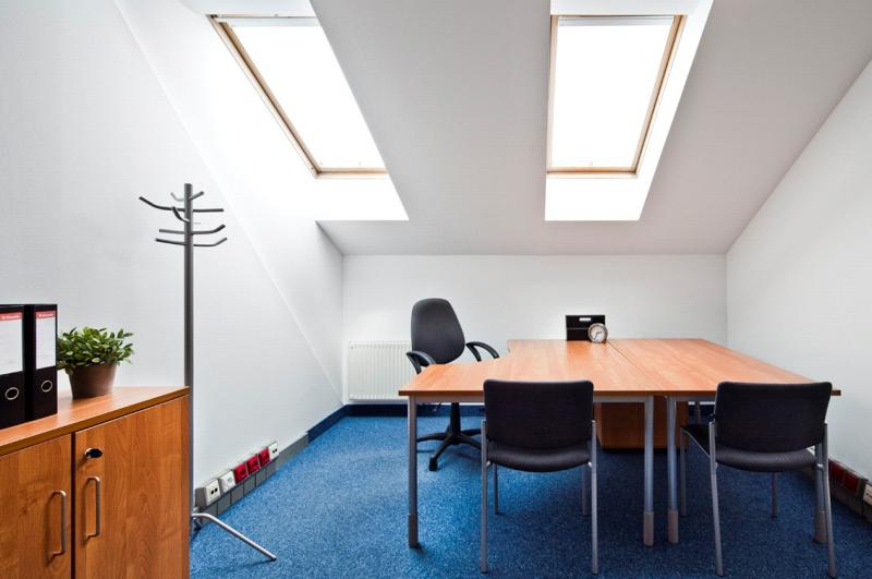Duży pokój biurowy do wynajęcia