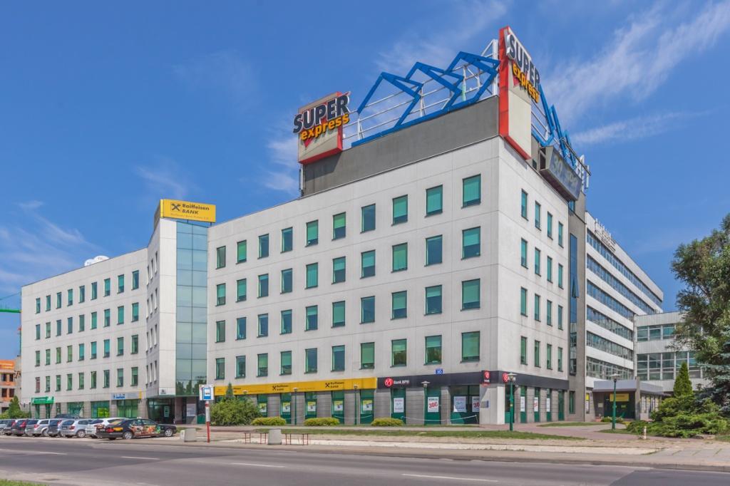 Front budynku z powierzchniami do wynajęcia