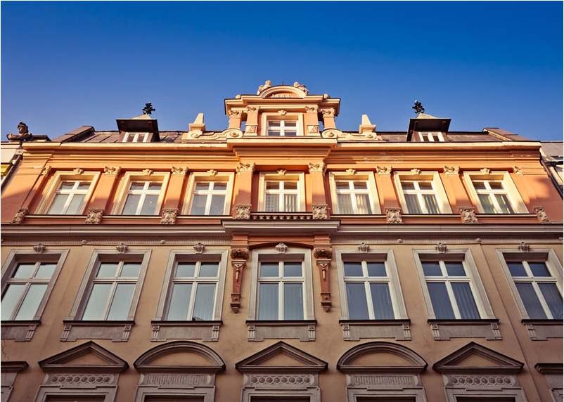 The crawn of frontage - 28 Kiełbaśnicza Street