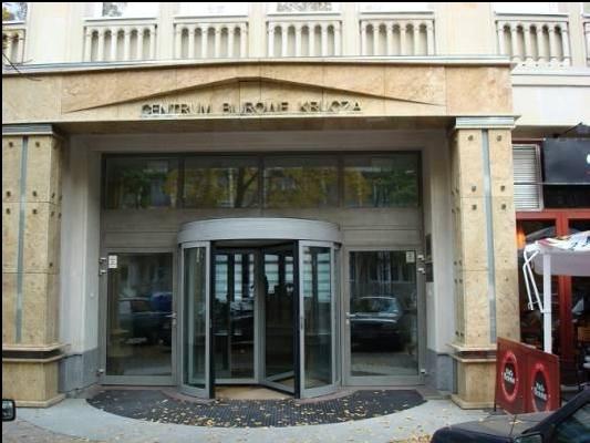 Wejście główne do budynku biurowego