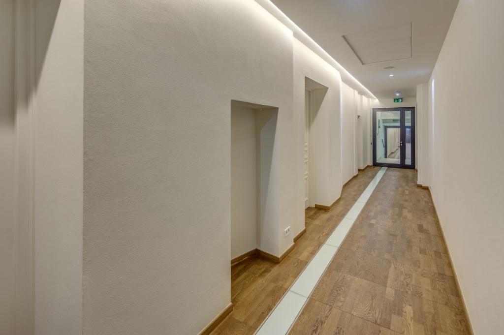 Budynek biurowy - korytarz