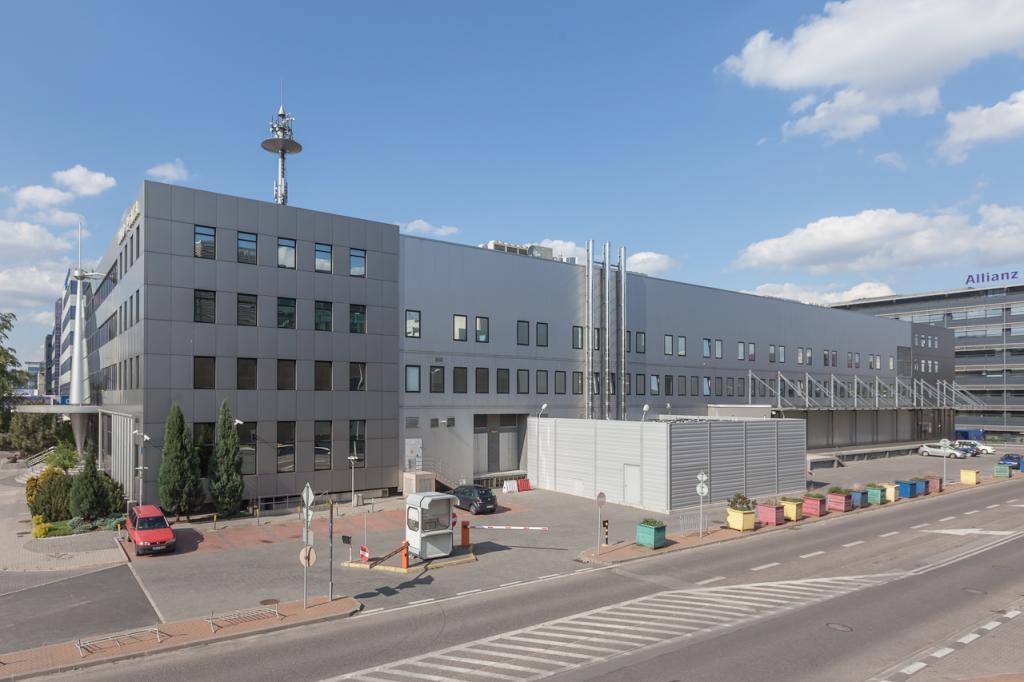 Budynek biurowy widok od ulicy Uniechowskiego