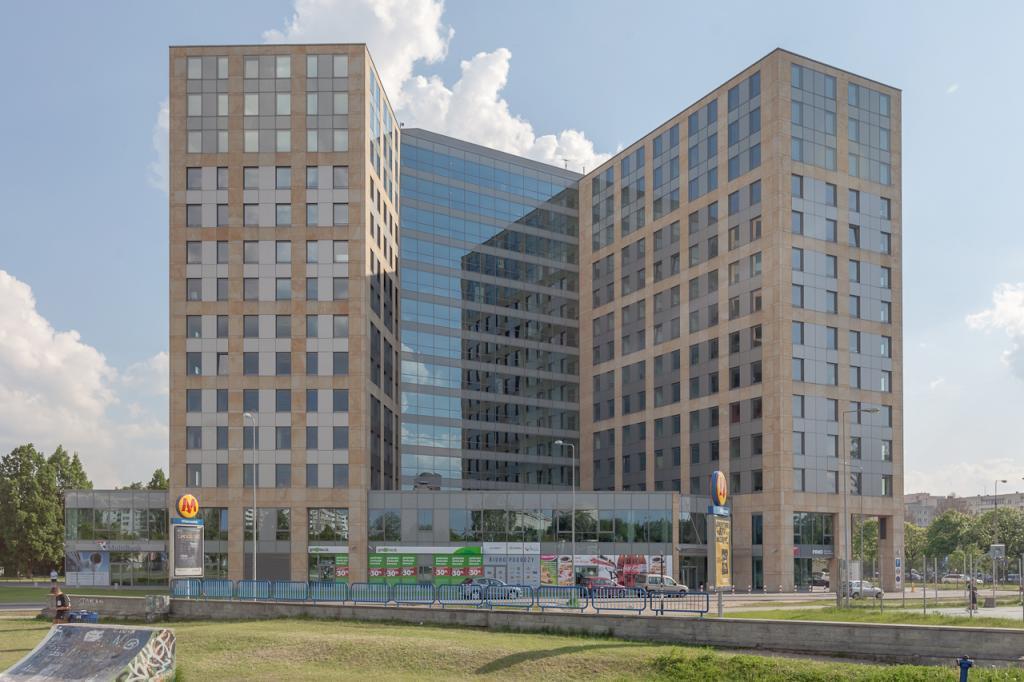 Front budynku z powierzchniami biurowymi