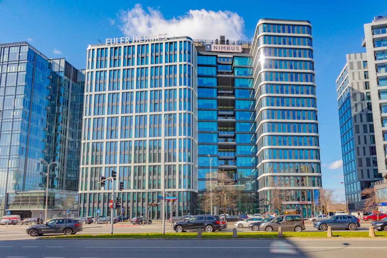 Budynek oferujący powierzchnie biurowe do wynajecia