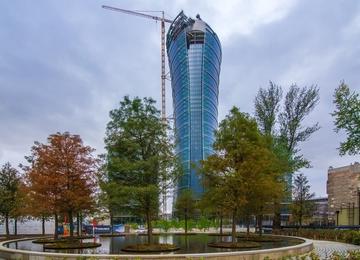 JLL doradzało przy wynajmie 22 000 m2 w Warsaw Spire