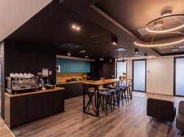 OmniOffice Carpathia Office House
