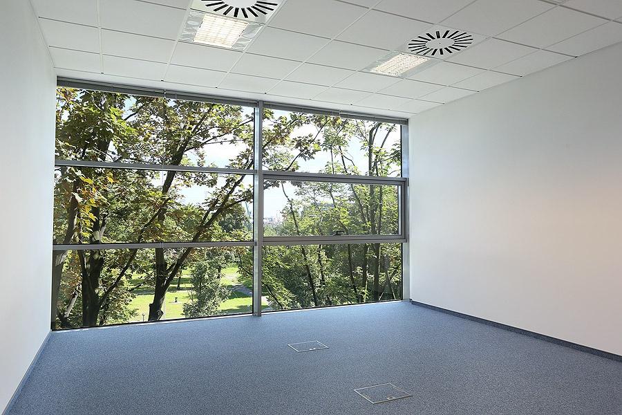 Standard otwartej przestrzeni biurowej w budynku