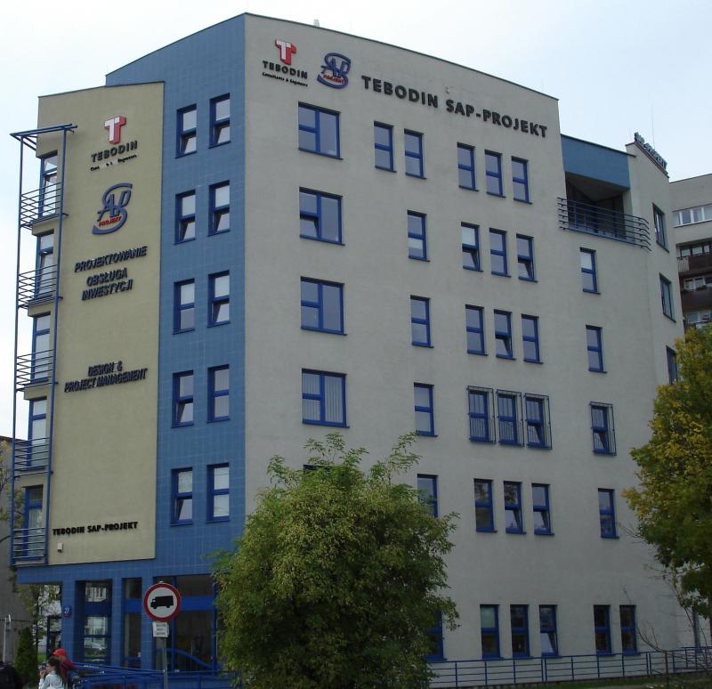 Widok na budynek z biurami do wynajęcia