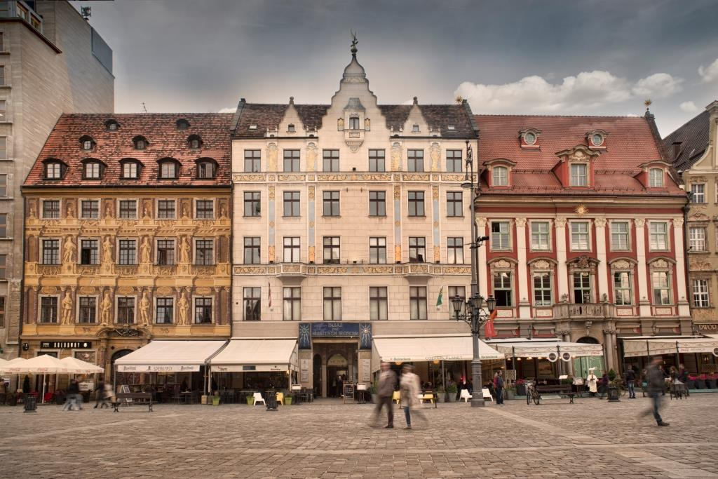 Pasaż pod Błękitnym Słońcem - fasada od strony wrocławskiego Rynku