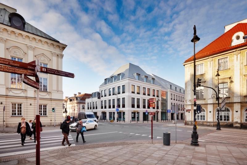 Plac Zamkowy - Business with Herritage view from Miodowa Street