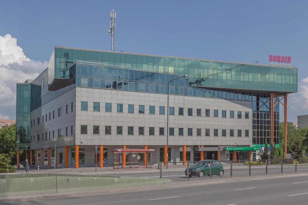 Elewacja budynku przeznaczonego pod wynajem biur