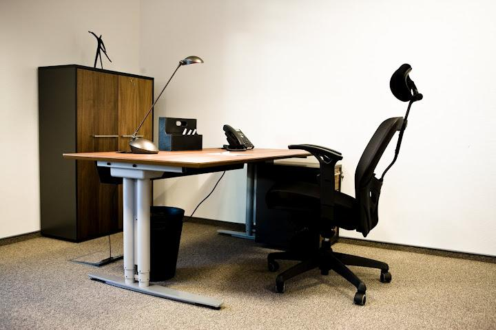 Single office room for rent