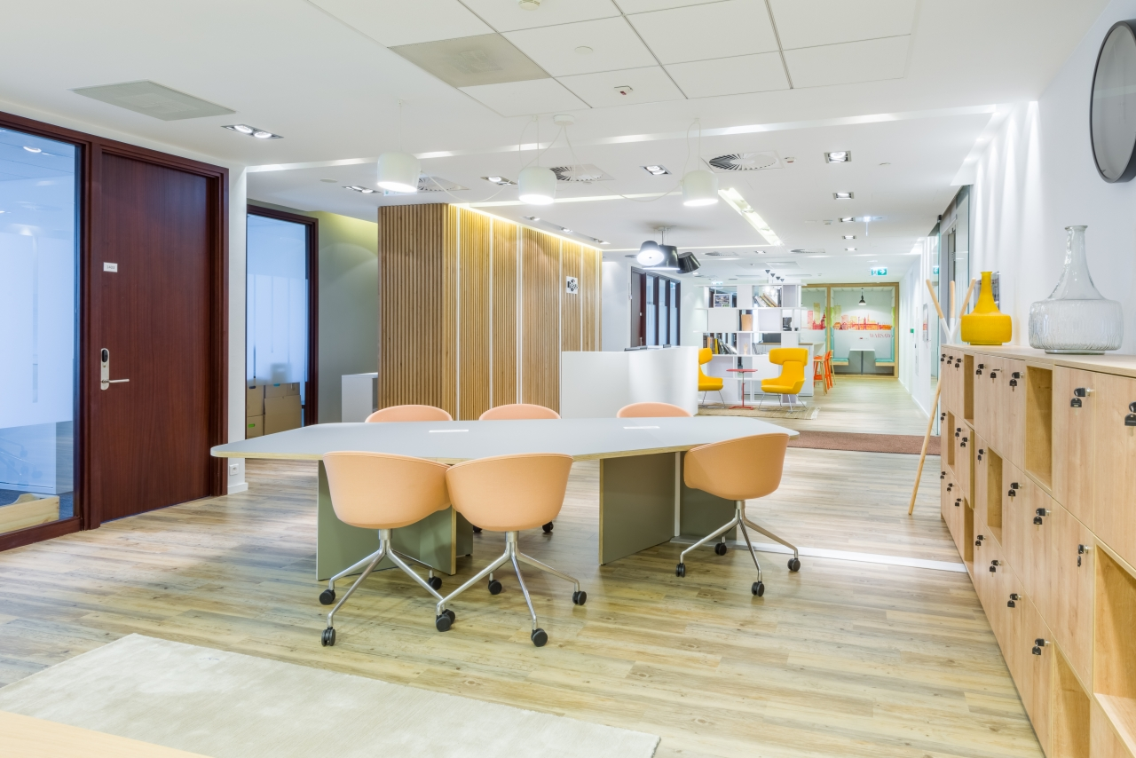 Office Regus Warsaw Financial Center 53 Emilii Plater Street