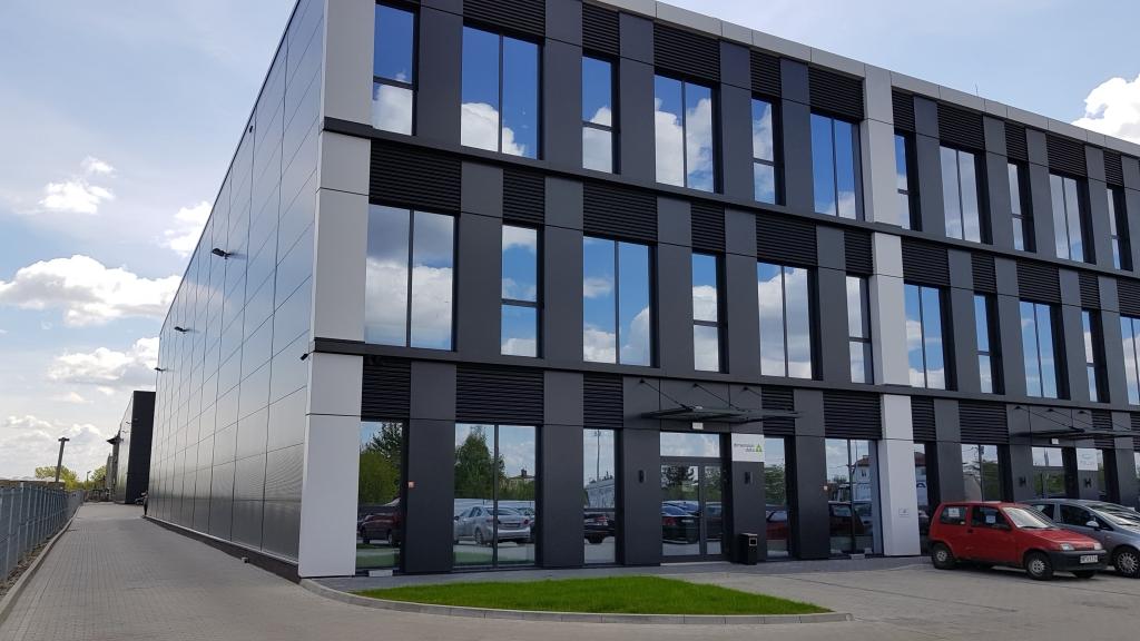 Front budynku z powierzchnią do wynajęcia