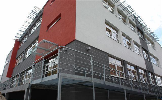 Budynek  z powierzchniami biurowymi do wynajęcia